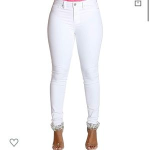 YMI Mid Rise White Jeans ☀️